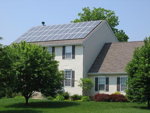 solar_panels_on_home_roof_o9z4d